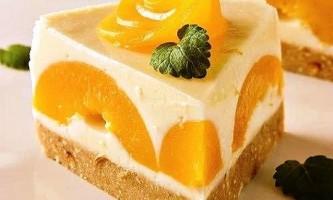 Швидкий і легкий рецепт бісквітного торта з фруктами