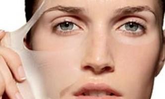 Що робити, якщо періодично може лущитися шкіра на обличчі?