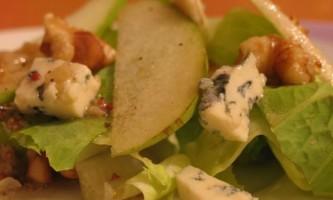 Блакитний чеширський сир і салат з нього