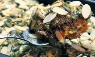 Йорданська запіканка з гарбуза з фаршем в тахінно-йогуртовому соусі