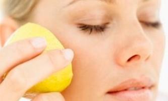 Позбавлення від прищів за допомогою лимона