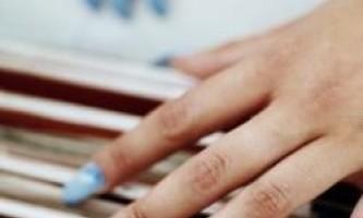 Як і чим нарощують нігті?