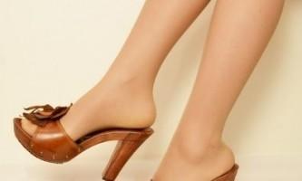 Як і з чим носити шкіряні босоніжки