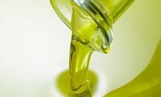 Як використовувати оливкову олію для догляду за сухою шкірою обличчя