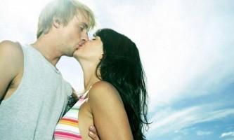 Як на побаченні поцілувати дівчину