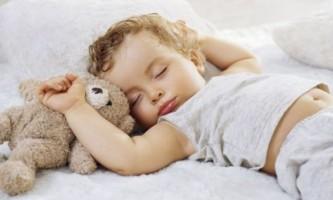 Як перевести дитину на один сон