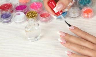 Як приклеїти нігті