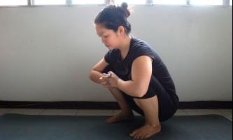 Як приймати позу ворона (йога)