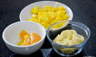 Як зробити фруктовий салат з йогуртом