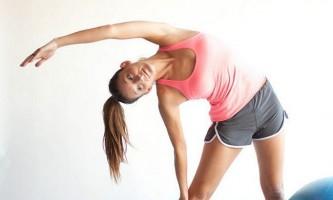 Як тренувати нижній черевний прес за допомогою гімнастичного м`яча