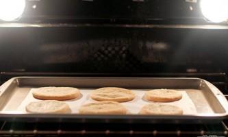 Як прикрасити цукрове печиво