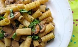 Як варити макарони в каструлі і зробити з них повноцінний ситний обід