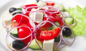 Які легкі салати приготувати до ювілейного столу