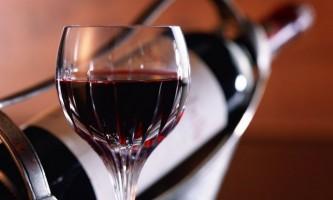 Якими цілющими властивостями володіє червоне вино?