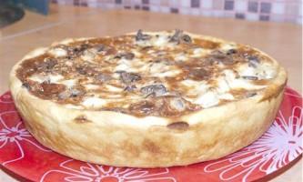Картопляний киш з печінкою і грибами