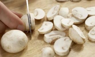 Картопля з грибами і м`ясом в духовці - швидко і смачно