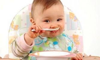 Годування дитини шести місяців