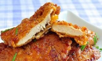 Курячі відбивні з сиром: рецепти приготування з грибами, ананасами і помідорами