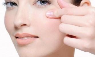 Кращі омолоджуючі процедури для шкіри навколо очей