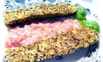 Міні-цукіні з кунжутної скоринкою і салатом-соусом з редиски - рецепт