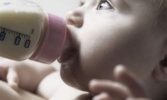 Молочне харчування дітей