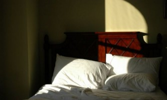 Чому вночі не заснути, а вдень хочеться спати?
