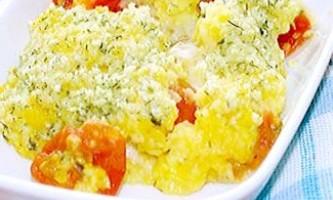 Полента, запечена з помідорами чері і моцарелою