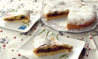 Пісний пиріг з чорносливом
