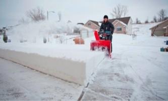 Правила вибору снігоприбиральної техніки для дачі