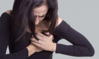 Пронизують болю в грудях: причини