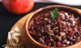 Салат з квасолі з горіхами і гранатом