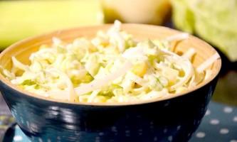Салат з капусти та кукурудзи