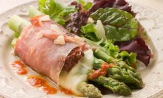 Салат з пармской шинки і спаржі