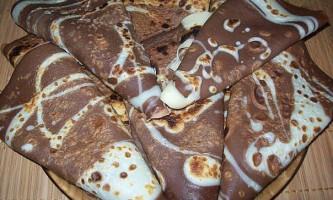 Шоколадні млинці на молоці: нова варіація знайомого страви.