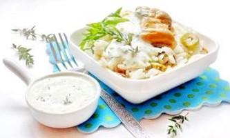 Середземноморський салат з мідіями і ніжним пікантним соусом - рецепт