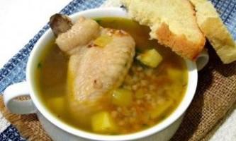 Суп з курячих крилець