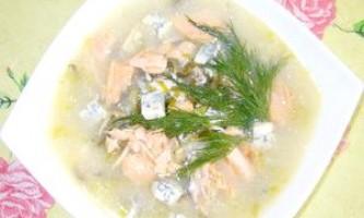 Суп рибний густий з морською капустою і сиром - рецепт