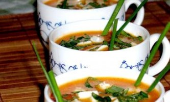 Томатний суп-пюре з моцарелою й базиліком - рецепт