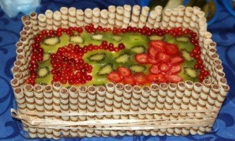 """Торт """"корзина з ягодами і фруктами"""""""
