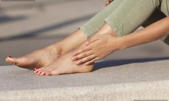 Тріщина між пальцями на нозі: причини і лікування