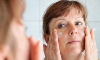 Шкіра, що в`яне особи: маска поверне вам молодість