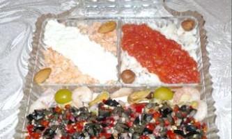 Закуска іспанське тріо (сальпікон з морепродуктів і ескабєчє з білої і червоної риби)